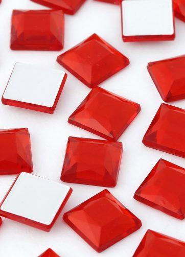 zamówienia hurtowe Cyrkonie kwadratowe 4 x 4 mm (czerwone) - 176 szt.
